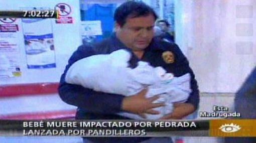 Padres de bebe que murió de una pedrada en SJL continúan inculpando a acusados