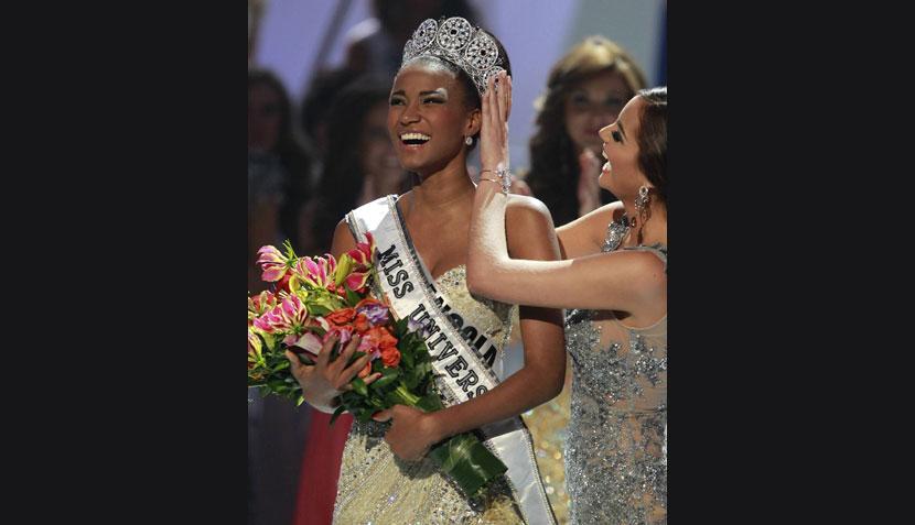 Acusan a Miss Universo 2011 de haber ganado la corona de forma irregular