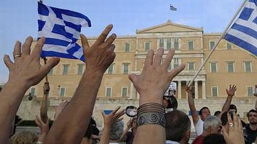 Gobierno griego despedirá a 20 mil empleados de empresas estatales por crisis económica