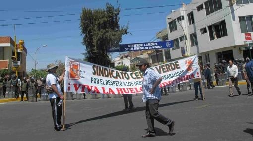 Trabajadores de Cerro Verde protestan y exigen más utilidades
