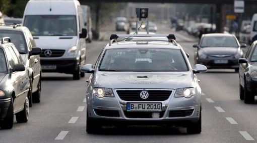 Futurista: un automóvil sin piloto recorre las calles de Berlín