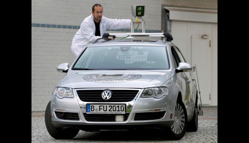 FOTOS: el automóvil alemán que se desplazaba sin piloto al volante
