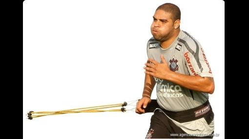 Adriano fue multado por llegar tarde a entrenamiento del Corinthians