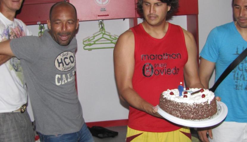 FOTOS: Juan Aurich celebró los 35 años de Ricardo Ciciliano con harina, huevos y tortazos