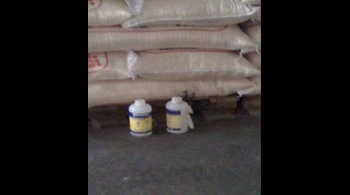 Foto revela que alimentos del Pronaa se guardan al lado de insecticidas