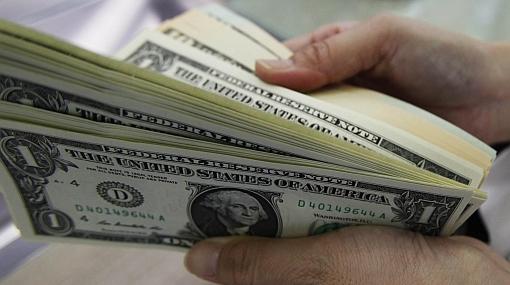 Banco depositó por error más de US$7 millones y cliente huyó con el dinero