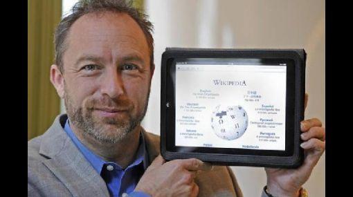 El fundador de Wikipedia dice que la prensa escrita tiene mucho futuro