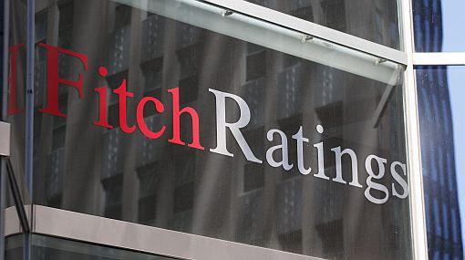 Fitch Ratings advierte que podría quitarle la nota 'AAA' a EE.UU.