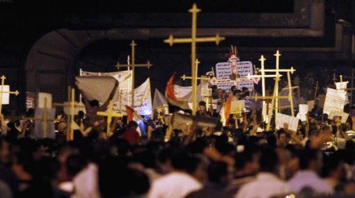 Egipto: a 26 aumentó la cifra de muertos durante lucha entre militares y cristianos
