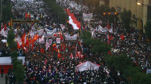 Sindicatos marcharon a favor de medidas del gobierno y pidieron más cambios