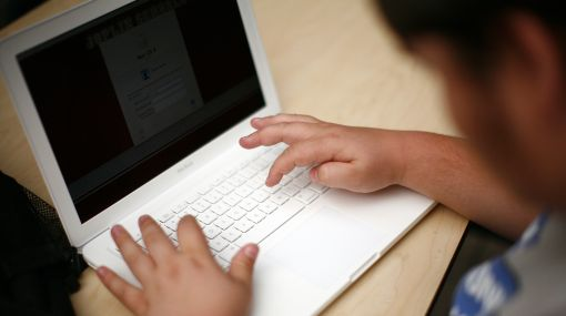 Herencia digital: británicos dejan sus contraseñas de Facebook en sus testamentos