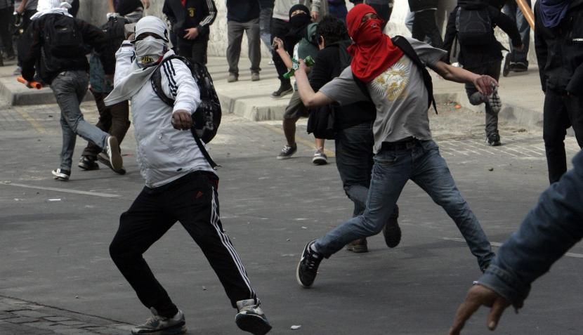 FOTOS: estudiantes protestaron en Chile pese a dura represión de policías