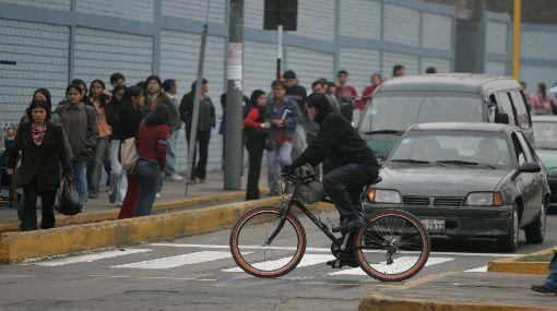 ¿Es cómodo para ti manejar bicicleta por las calles de Lima?