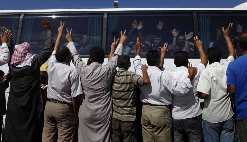 FOTOS: el reencuentro de miles de excarcelados palestinos con sus familias