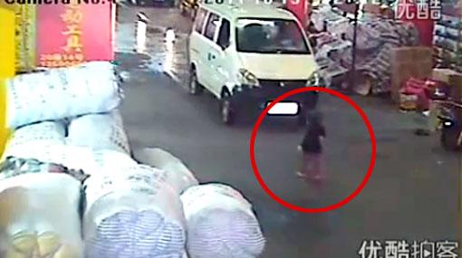 Chofer que atropelló a niña china hubiera preferido su muerte para pagar menos