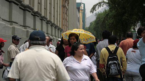 ¿Cómo se define que una persona pertenezca a un determinado nivel socioeconómico?