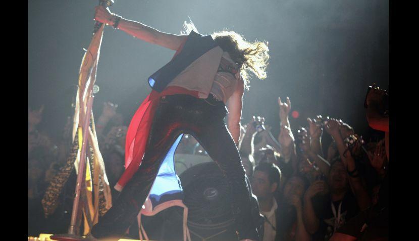Steven Tyler lució un moretón en el rostro durante concierto en Paraguay