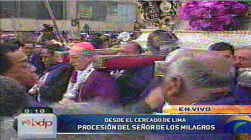 Cardenal Juan Luis Cipriani cargó el anda del Señor de los Milagros