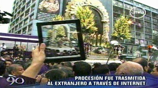 Devota transmitió con un iPad la procesión del Señor de los Milagros