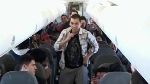 VIDEO: pasajeros de avión bailaron en Día de la Canción Criolla