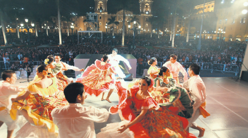 Día de la Canción Criolla: la jarana se encendió en la Plaza de Armas