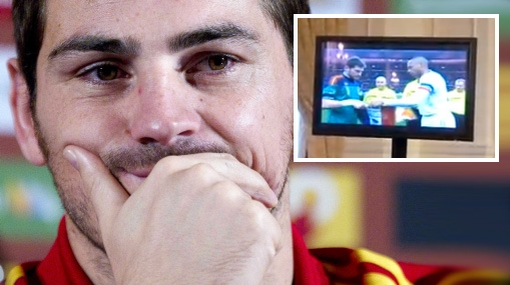 VIDEO: Iker Casillas contuvo el llanto al ver un video de homenaje