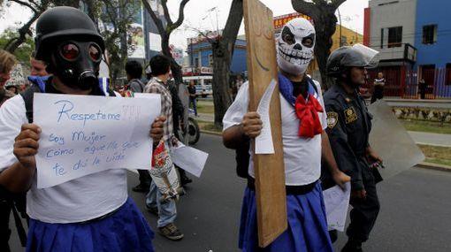 """""""Marcha de las Putas"""" se realizó en Lima contra violencia hacia la mujer"""
