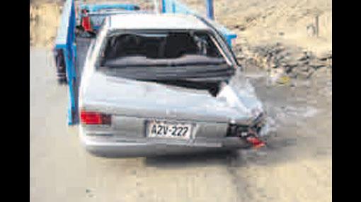 Una roca aplastó un vehículo en la Costa Verde