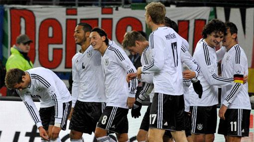 Los alemanes bombardearon a Holanda y la golearon 3-0