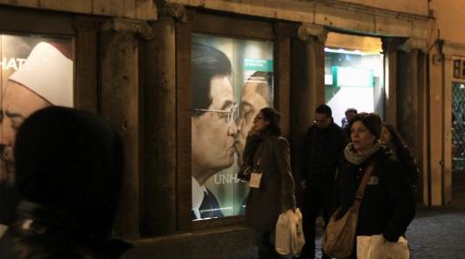Imagen del Papa Benedicto XVI 'besando' a un imán enfadó al Vaticano