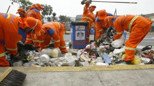Personal de limpieza enfrenta atropellos y malas condiciones laborales