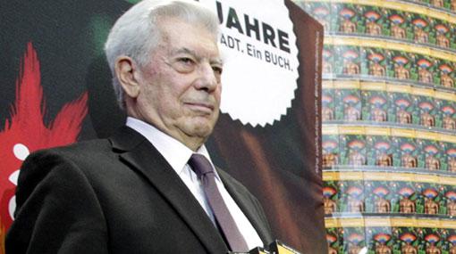 Mario Vargas Llosa fue condecorado por el presidente de Panamá