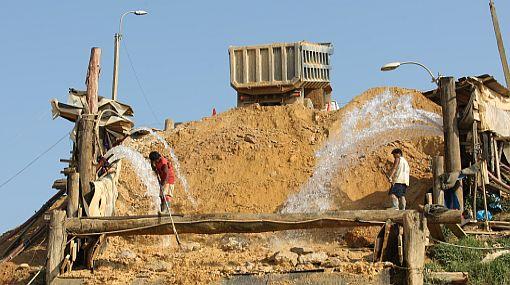La minería ilegal se está extendiendo en Loreto y San Martín