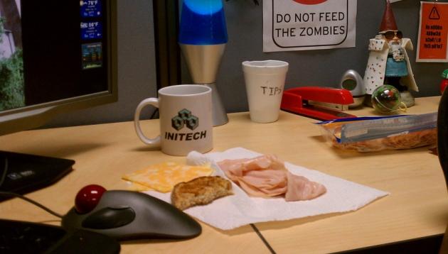 ¿Sueles comer en tu escritorio de trabajo? Toma en cuenta estos consejos