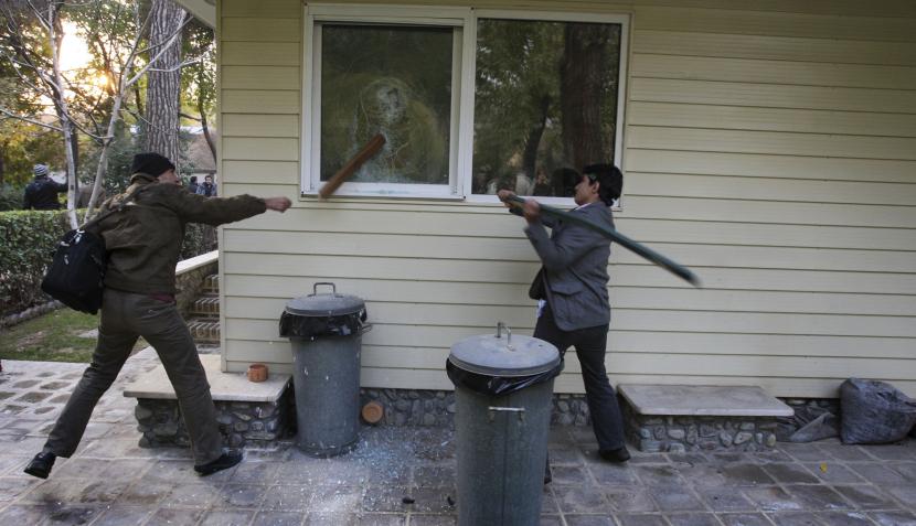 La policía iraní puso fin a la ocupación de la embajada del Reino Unido en Teherán