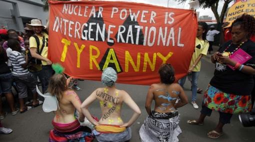 Detienen a 7 miembros de Greenpeace por protestar en cumbre del clima
