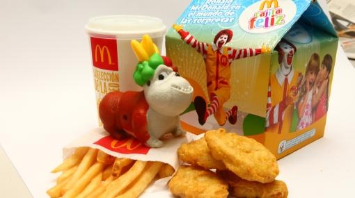 Chile: demandan a locales de comida rápida por incluir juguetes en alimentos