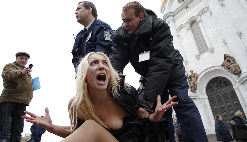 Feministas ucranianas se desnudaron en Moscú en contra de Vladimir Putin
