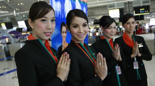 La primera tripulación con azafatas transexuales debutó en Tailandia