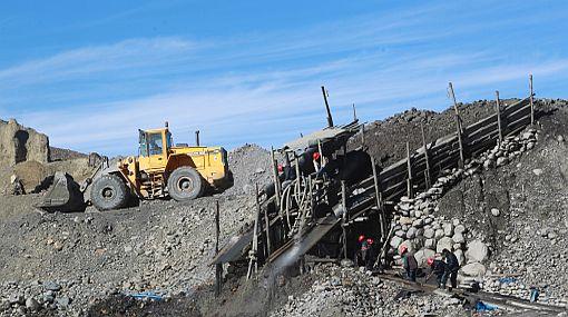 ¿Hacen bien las mineras en comprar la tierra de las comunidades donde operan?
