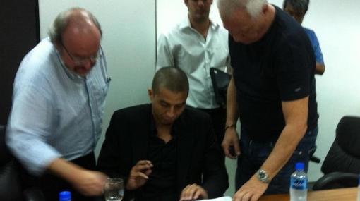 David Trezeguet firmó contrato con River Plate por dos años y medio
