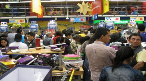 Indecopi investigará de oficio denuncias de clientes de Plaza Vea