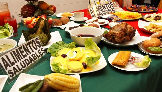 Comida saludable vs comida chatarra: ¿cómo encontrar el equilibrio?