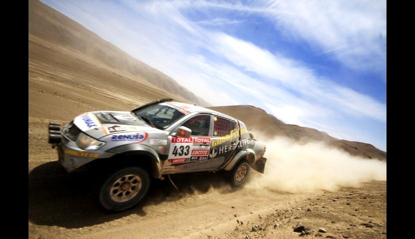 La bandera peruana se lució en la ruta del Rally Dakar que se corre en Chile