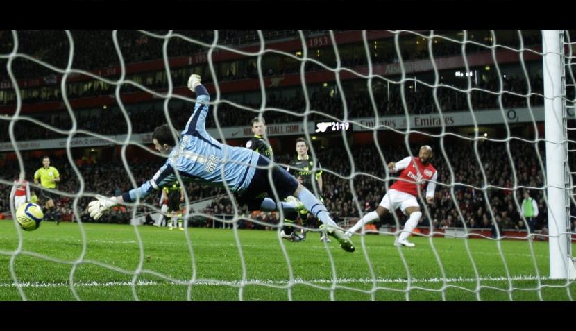 Toda la euforia de Thierry Henry tras el gol que marcó su retorno triunfal al Arsenal
