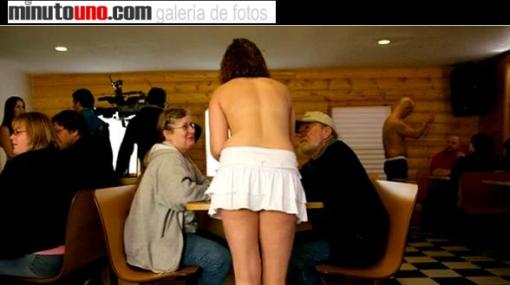 La corta historia de un restaurante en donde las meseras atendían en 'topless'
