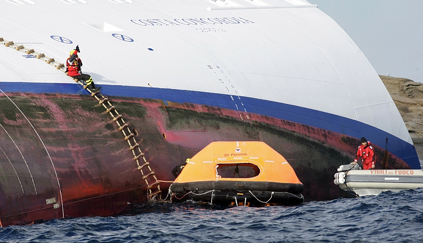 FOTOS: la angustiosa búsqueda de la peruana y otros desaparecidos del Costa Concordia
