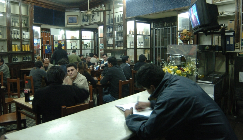 Bares tradicionales de Lima donde puedes celebrar el aniversario de la capital