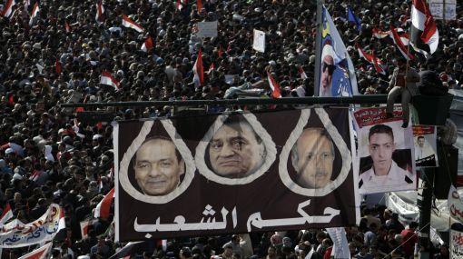 Egipcios celebran un año de la protesta que derrocó a Mubarak