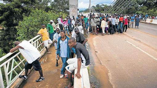 Haitianos refugiados en Madre de Dios partieron rumbo a Brasil